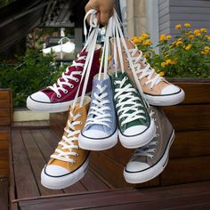 61 ideas for how to wear sweaters winter fall Converse All Star, Converse Bleu, Converse High, Converse Tumblr, Rainbow Converse, Yellow Converse, Platform Converse, Moda Sneakers, High Top Sneakers