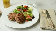 Get the Gloss_Tasty and healthy_Amelia Freer's turkey burgers. Healthy Chicken Recipes, Turkey Recipes, Clean Eating Recipes, Healthy Eating, Cooking Recipes, Healthy Food, Eat Nourish Glow, Healthy Plate, Turkey Burgers