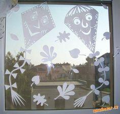 PODZIMNÍ PAPÍROVÉ PROSTŘIHOVÁNKY DRACI Diy And Crafts, Crafts For Kids, Arts And Crafts, School Decorations, Christmas Decorations, Windows Color, Projects For Kids, Art Projects, Paper Stars
