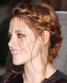 1.) I would to point out the fact that KRISTEN STEWART IS ACTUALLY SHOWING EMOTION RIGHT NOW! O_O 2.) I'm totally in love with her hair-do!