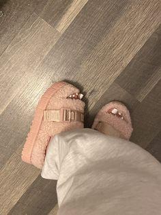 Cute Sneakers, Shoes Sneakers, Sneaker Heels, Cute Uggs, Sneakers Fashion, Fashion Shoes, Fluffy Shoes, Cute Slides, Ugg Slippers