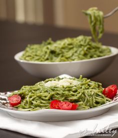 Spaghetti & Spinach Avocado Pesto: So rich and creamy, but surprisingly healthy! A perfect winter comfort dinner!