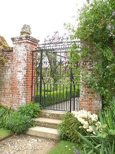 Gates Brick columns with iron gate.Brick columns with iron gate. Front Garden Entrance, House Entrance, Farm Entrance, Entrance Ideas, Porches, Garden Types, Front Yard Landscaping, Landscaping Ideas, House Front