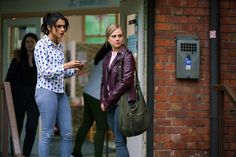Coronation Street: Sarah finds Shona - but will Nathan's ex aid the police case? Drama News, Uk Tv, Coronation Street, All Things, Police, Leather Jacket, Soaps, Discovery, Fashion