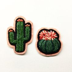 Duo  #embroidery #modernembroidery #cactus #cacti #handembroidery #handmade #nakis #fiberart #textileart #felt #patch #pin #bordado #broderie #creamente #elnakisi #cactusmagazine #cactuslover
