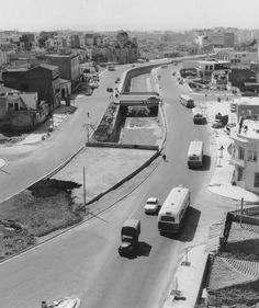 THE river Ilissos being covered for a highway Athens Greece Pictures, Old Pictures, Old Photos, Vintage Photos, Athens History, Greek History, Old Greek, Ancient Greek, Bauhaus