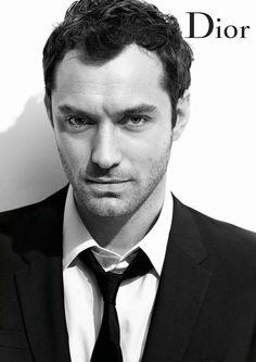 Le comédien britannique Jude Law est depuis quelques saisons l égérie de la  maison Dior pour ses parfums et a donc fait l objet de deux campagnes ... b52801475f6