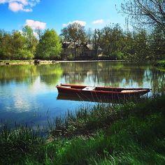 Cette semaine, nous vous emmenons à Villevêque !  Pour aujourd'hui, petite pause zen avec vue sur le Loir... merci @ancadriana !