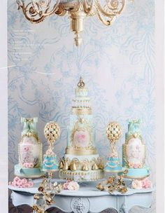 You have to see 17th Century Portrait Cake by Alexandria Pellegrino!