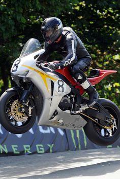 Guy Martin - Isle of Man - Motorrad Guy Martin, Cafe Racer Motorcycle, Moto Bike, Gp Moto, Racing Motorcycles, Bike Style, Dirtbikes, Super Bikes, Isle Of Man