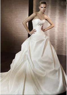 Ball-Gown Sweetheart Chapel Train Satin Wedding Dresses with Ruffle Beadwork
