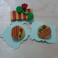 Pins i xapes de Sant Jordi #fimo #fimoclay #fimoart #fimocharms #fimocreations…