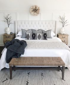 38 Look Luxurious With a White Master Bedroom Design Ideas - A master bedroom should be the perfect retreat from whatever is going on in the rest of the home and place where you can really kick -back and relax. Modern Farmhouse Bedroom, Modern Bedroom, Master Bedrooms, Small Master Bedroom, Bedrooms With White Walls, Small White Bedrooms, Farmhouse Decor, Bedroom Rustic, Modern Cottage