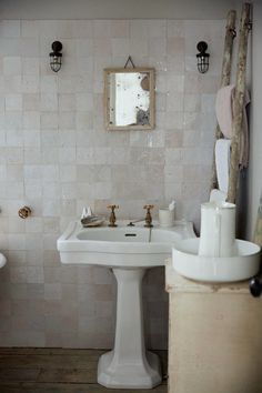 Twig Hutchinson Bathroom - via The Grace tales Forum