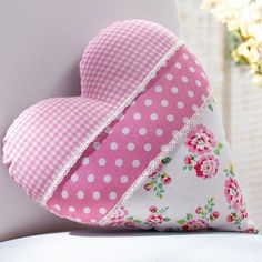Solve Pink heart jigsaw puzzle online with 64 pieces Heart Cushion, Heart Pillow, Custom Pillows, Decorative Pillows, Sewing Crafts, Sewing Projects, Fabric Hearts, Deco Originale, Heart Crafts