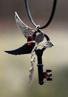 Skeleton Key with Wings