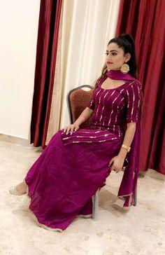 Crochet ideas that you'll love Simple Kurta Designs, Kurta Designs Women, Stylish Dress Designs, Designs For Dresses, Stylish Dresses, Party Wear Indian Dresses, Designer Party Wear Dresses, Kurti Designs Party Wear, Casual Indian Fashion