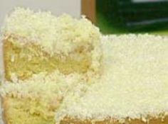 Receita de Bolo Gelado de Laranja - bolo em pedaços médios, passe-os na calda e no coco ralado. Embrulhe em papel alumínio e deixe no refrigerador até o momento de servir....