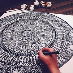 Image about black in Zentangle/Henna 💟 by MissBeccy Inspiration Art, Art Inspo, Art Tumblr, Et Tattoo, Drawn Art, Mandala Drawing, Zentangle Patterns, Zentangles, Mandala Pattern