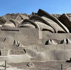 Innovation can take place anywhere, all you need to do is use your imagination. What do you think of this innovative sand design of the opera house in Sydney? St Basils Cathedral, Geometric Sculpture, Sand Sculptures, Fairytale Castle, Seaside Resort, Sand And Water, Sand Art, Design Competitions, Beautiful Architecture