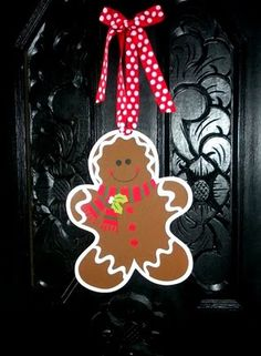 gingerbread man wreath -- super cute! i love gingys with no noses