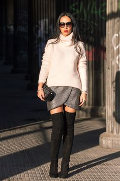 Look fiesta con falda tulipan plata y maxi botas mosqueteras por encima de rodilla #Zara