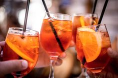 Aperol Spritz - an easy and refreshing drink for summer.