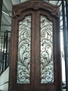Iron Gate Design, Wrought Iron Doors, Corrugated Metal, Container Flowers, Spanish Style, Entry Doors, Decoration, Garden Design, Ideas