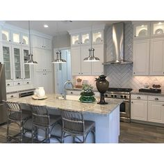 What a kitchen! This model home comes with a luxury price ($430k base price for 1600sf) and you get what you pay for. Summerlin's The Regency by Toll Brothers is uber luxury for the baby boomer set (55+) (( Visit NewHomeSearch.Vegas to search thousands of