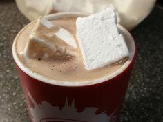 Meine Familie liebt Marshmallows. Neulich fand ich auf YouTube ein paar Rezeptvideos dazu. Allerdings habe ich kein Glukosesirup in zähflüssiger Form gefunden, der auch bezahlbar war. Somit habe ic…