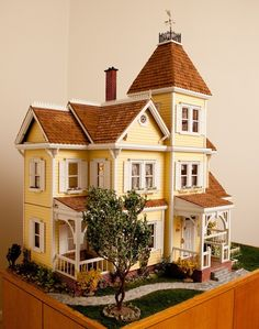 💛 The 'Little Orphan Annie Mansion' Victorian Dollhouse (by S/W Crafts Inc. This dollhouse is modeled after the LeRoy House… Victorian Dolls, Victorian Dollhouse, Victorian House, Antique Dolls, Dollhouse Kits, Dollhouse Miniatures, Dollhouse Dolls, Miniature Houses, Miniature Dolls