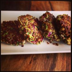 Quinoa Zucchini Cakes with Feta and Red Onion (replace panko with almond meal) Almond Recipes, Vegan Recipes, Clean Eating Recipes, Healthy Eating, How To Cook Quinoa, Cooked Quinoa, Zucchini Cake, Feta, Great Recipes