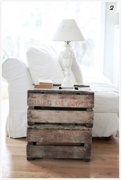 Home DIY Crate Side Table--I love everything pallet! Pallet Crates, Old Crates, Wooden Crates, Wood Pallets, Pallet Boards, Pallet Wood, Vintage Crates, Vintage Wood, Wine Crates