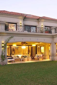 Classic House Exterior, Modern Exterior House Designs, Best Modern House Design, Classic House Design, Minimalist House Design, Dream House Exterior, Modern Architecture House, Home Building Design, Home Garden Design