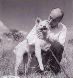 Marcel Carné et sa chienne Nanouck