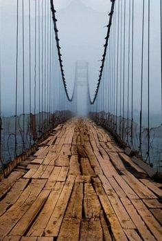 Most w Rosji nad rzeką Katuń w Ałtaju w okolicach Barnau. Dalej jest używany.