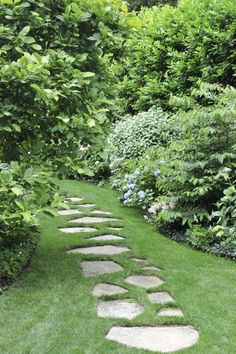 20 Easy Landscaping Ideas for Your Front Yard Landscaping With Rocks, Front Yard Landscaping, Backyard Landscaping, Landscaping Ideas, Stone Landscaping, Garden Paths, Lawn And Garden, Garden Tools, Landscape Design