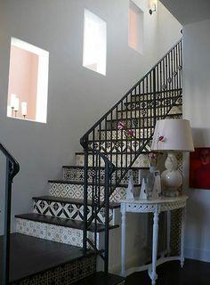 marocoon tiled floor - steps to basement?