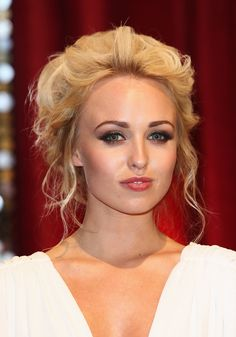 Vintage Hairstyles For Prom Jorgie Porter Hair.I'm in love - Jorgie Porter Retro Updo - Jorgie Porter exuded vintage glamour with this high-volume updo at the British Soap Awards. Formal Hairstyles For Long Hair, Classic Hairstyles, Popular Hairstyles, Vintage Hairstyles, Trendy Hairstyles, Wedding Hairstyles, Vintage Updo, Retro Updo, Vintage Glamour