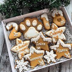 Решила, что такому наборчику быть) его тоже можно будет подарить большой семье) Цена 1400 Размер коробочки 29*21 Заказы на новогодние наборы принимаю до 01.12.17, выдача после 15.12.17. Если вам будут нужны раньше, пишите заранее. Большие заказы строго по предоплате. Все вопросы и оформление заказа, только через моб.телефон 89057322318 #cookies#sugarcookies#decoratedcookies#royalicing#icing#имбирноепеченье#пряники#подарокженщине#букет#розы#cookie#gallets#подаркидетям#сладкийподарок...