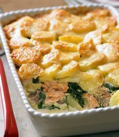 Salmon recipes 165718461276517759 - Salmon and potato bake recipe floury potatoes 1 tbsp olive oil 1 large red onion 1 tbsp plain flour 3 salmon fillets double cream grated Gruyère A few handfuls of baby spinach Source by kristinellison