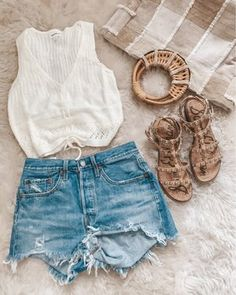 Vacation outfit / shorts tts / sweater tank tts Source by outfits shorts Cute Casual Outfits, Short Outfits, Outfits For Teens, Summer Wear, Spring Summer Fashion, Spring Outfits, Summer Time, Couture Fashion, Fashion Boutique