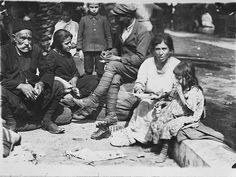 Refugees from Asia Minor in Greece Old Greek, Photographs Of People, In Ancient Times, Sweet Memories, Back In The Day, Historical Photos, Old Photos, Street Photography, The Past