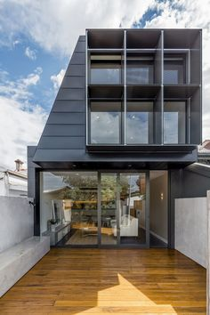 Finding space in a neighborhood that is packed with long and narrow terrace houses in the suburban sprawl of Melbourne can be a tricky affair. It is a task