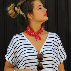 15-colgadas-de-una-percha-anna-duarte-stripes-rayas-bandana-kerchief-pañuelo-atado-al-cuello-handkerchief-knotted-to-the-neck-2                                                                                                                                                                                 Más