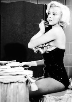 Marilyn Monroe on the set of Gentlemen Prefer Blondes, 1953 Estilo Marilyn Monroe, Marilyn Monroe Photos, Marilyn Monroe Diamonds, Vintage Hollywood, Classic Hollywood, Divas, Cinema Tv, Gentlemen Prefer Blondes, Norma Jeane