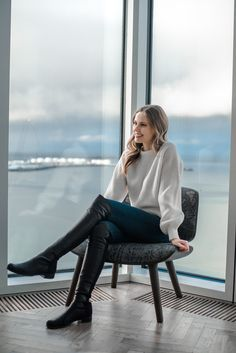 Balloon sleeve sweater and Stuart Weitzman boots at Tower Suites Reykjavik, Iceland Source by alysscampanella fashion boots Black Knee High Boots Outfit, Tall Boots Outfit, Riding Boot Outfits, Winter Boots Outfits, Sexy Boots, Over The Knee Boots, Leather Riding Boots, High Leather Boots, Leather Sandals