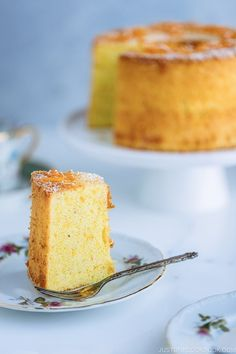 Airy, bouncy, and slightly sweet, Orange Chiffon Cake is an elegant cake with a hint of cardamom and floral fragrance from the orange zest. This soft and moist chiffon cake is served with a dusting of confectioners' sugar and orange peels on top. Bolo Chiffon, Orange Chiffon Cake, Easy Japanese Recipes, Japanese Food, Japanese Desserts, Angel Food Cake Pan, Cupcakes, Elegant Cakes, Cake Flour