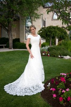 The prettiest wedding dress EVER! What I want to wear when i get married!!!