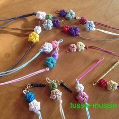 Craft Projects, Projects To Try, Weaving Designs, Craft Bags, Weaving Art, Macrame, Origami, Diy And Crafts, Crochet Necklace